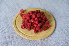 Ripe raspberries. On the plate Royalty Free Stock Photos