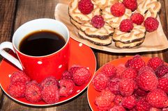 Ripe raspberry and coffee cup, Royalty Free Stock Photography