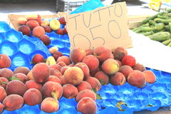 Ripe red organic peaches with a price tag for sale at farmers market Stock Photography