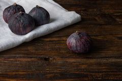 Ripe seasonal figs on the cloth and wooden surface Royalty Free Stock Photography