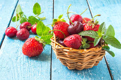 Ripe strawberries and cherries in a basket Royalty Free Stock Photos
