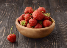 Ripe strawberries in wooden bowl Royalty Free Stock Photography