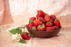 Ripe strawberry in a bowl Royalty Free Stock Photography