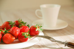 Ripe strawberry fruits on a white plate Stock Photography