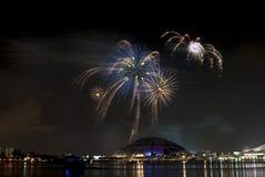 2016-07-02 ripetizione dell'esposizione dei fuochi d'artificio di festa nazionale di Singapore Immagine Stock