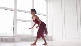 Ripetizione di ballo nella sala da ballo archivi video