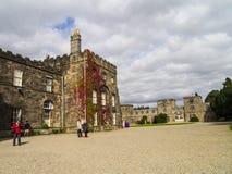 Ripley是一个村庄和民用教区在北约克郡在英国,在Harrogate北部的一些英里 建于的城堡第15 图库摄影