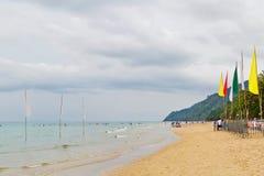 Riposando alla spiaggia Immagini Stock