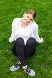 Riposando dopo l'allenamento nel parco Fotografia Stock