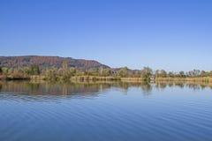 Riposando nel lago Eichsee in Baviera superiore Fotografia Stock