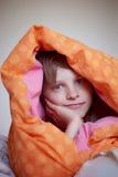 Riposando sotto una coperta Fotografia Stock Libera da Diritti