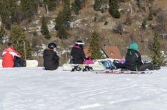 Riposo degli Snowboarders Fotografie Stock Libere da Diritti