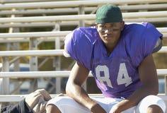 Riposo del giocatore di football americano fotografie stock libere da diritti