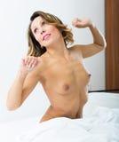 Riposo di mezza età nudo della donna Immagini Stock Libere da Diritti