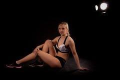 Riposo di yoga della ginnasta Fotografie Stock Libere da Diritti
