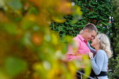 Riposo per due persone nel parco Amore Fotografia Stock Libera da Diritti