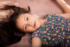 Riposo sveglio della bambina Fotografia Stock