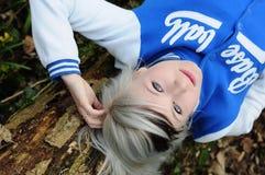 Riposo teenager sull'albero Immagini Stock Libere da Diritti
