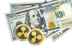 Ripplecoin på hundra dollarräkningar Cryptocurrency arkivbild