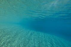 ripples undervattens- solljus Royaltyfria Bilder