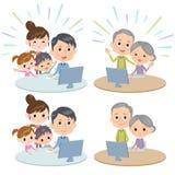Ripresa esterna di comunicazione di Internet delle generazioni della famiglia tre Fotografia Stock