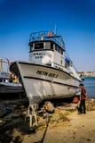 Ripristino della barca nel riparo dei pescatori Immagini Stock
