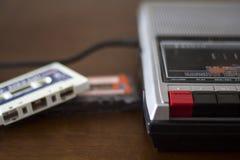 Riproduttore audio d'annata della cassetta con gli audio nastri a cassetta dal lato Immagine Stock Libera da Diritti