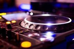 Riproduttore di CD e miscelatore del DJ Fotografia Stock