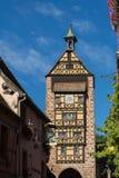 RIQUEWIHR, FRANKREICH EUROPA - 24. SEPTEMBER: Architektur von Riquew Lizenzfreies Stockbild