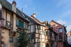 RIQUEWIHR FRANKRIKE EUROPA - SEPTEMBER 24: Färgglade byggnader in Arkivfoto