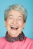 Rire aîné de femme Photographie stock