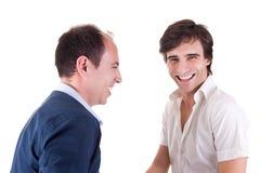 Rire de deux jeunes hommes Photographie stock libre de droits