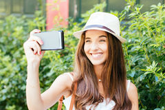 Rire de fille de Selfie Photos stock