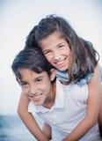 Rire de garçon et de fille Images libres de droits