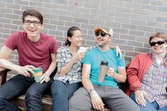 Rire de quatre amis Photos libres de droits