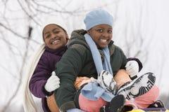Rire de soeurs et de meilleurs amis d'afro-américain Image stock