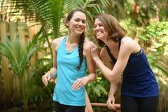 Rire de soeurs ou d'amis Image libre de droits