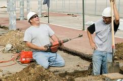 Rire de travailleurs de la construction image stock