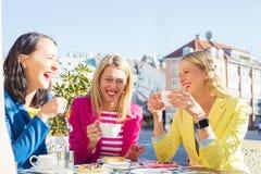 Rire de trois femmes Image libre de droits