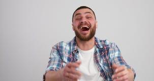 Rire enthousiaste d'homme banque de vidéos