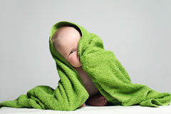 Rire espiègle de bébé Enfant mignon photographie stock libre de droits