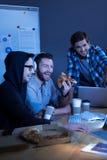 Rire heureux gai d'hommes Photos stock
