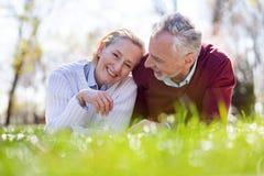 Rire joyeux heureux de couples Photo stock