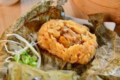 Ris av disk för skal för lotusblommabladpärla i den Vietnam restaurangen Royaltyfri Bild
