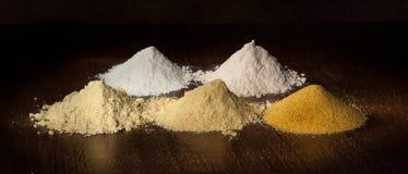 Ris, havre och durenmjöl och mål Arkivbild