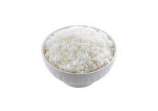 Ris i en bunke på vit bakgrund arkivbild