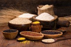 Ris i en träbunke Royaltyfri Foto