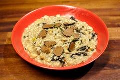 Ris med champinjoner och tryffeln arkivfoton