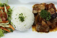 Ris med griskött och grönsaken Arkivbilder