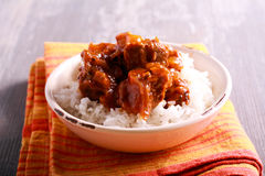 Ris med grisköttstöd och sky royaltyfri bild